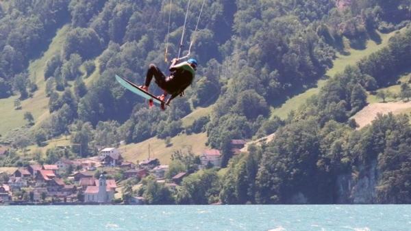 Kitesurfen mit Directional auf dem Urnersee