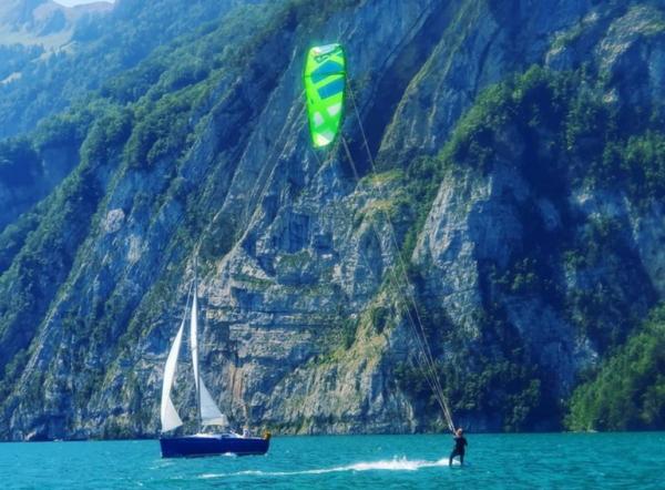paradiesische Verhältnisse beim Kiten am Urnersee